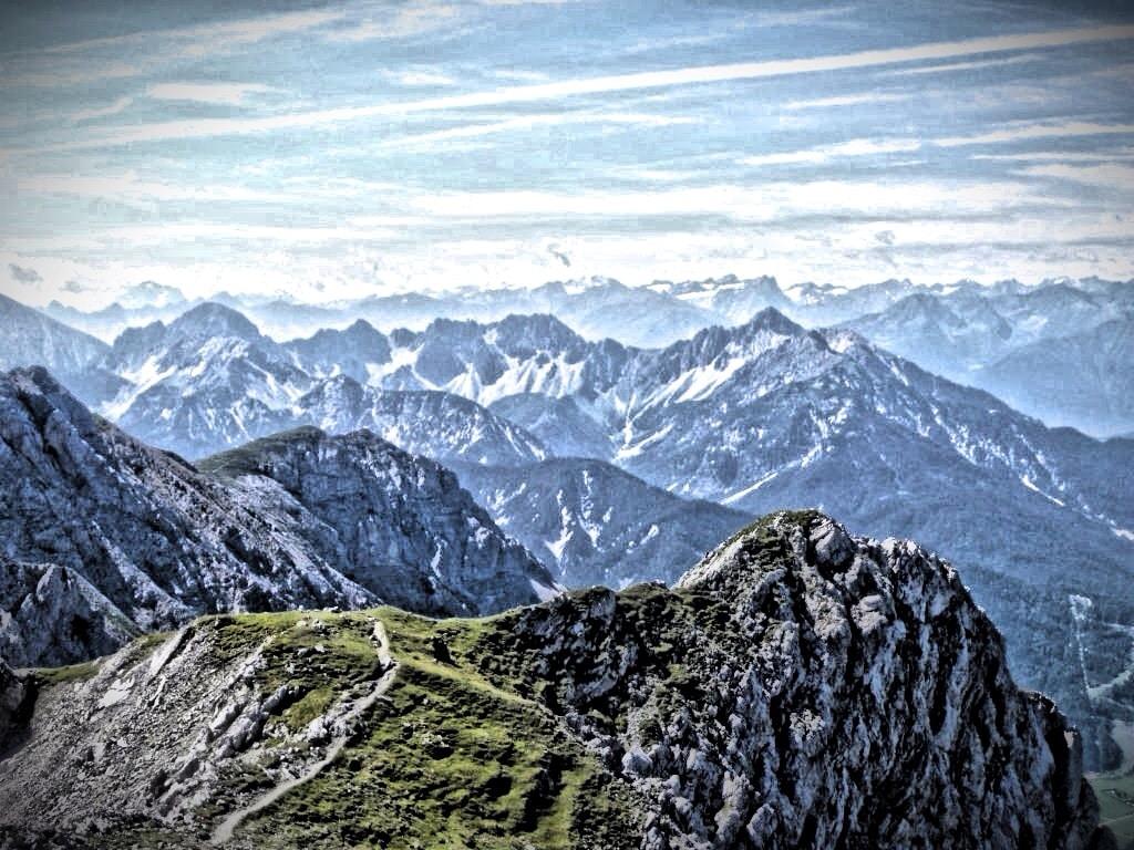 Blick in die Alpenwelt Karwendel vom Mittenwalder Höhenweg