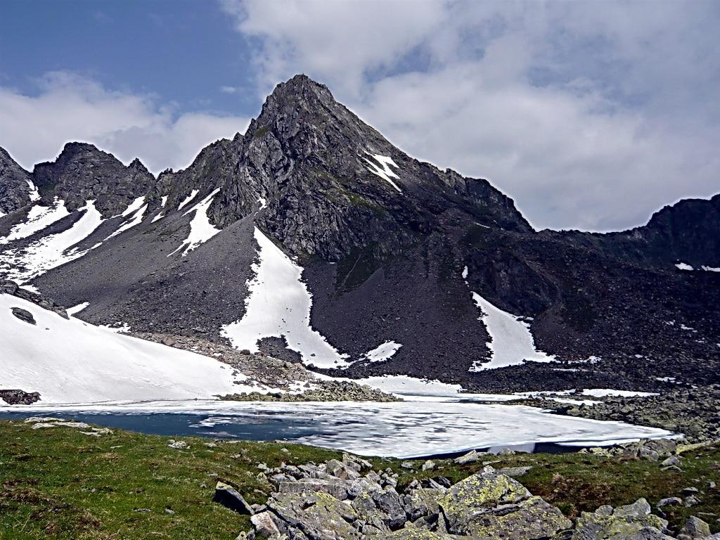Blick auf die Rinnenspitze. Wandern am Stubaigletscher