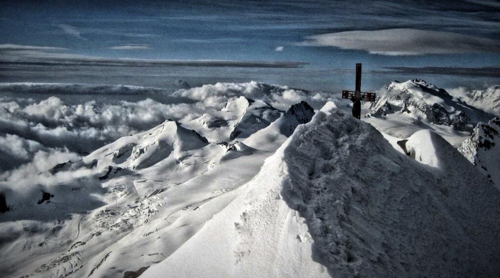 Bergwandern versus Bergsteigen: Hochtour mit Gipfelblick