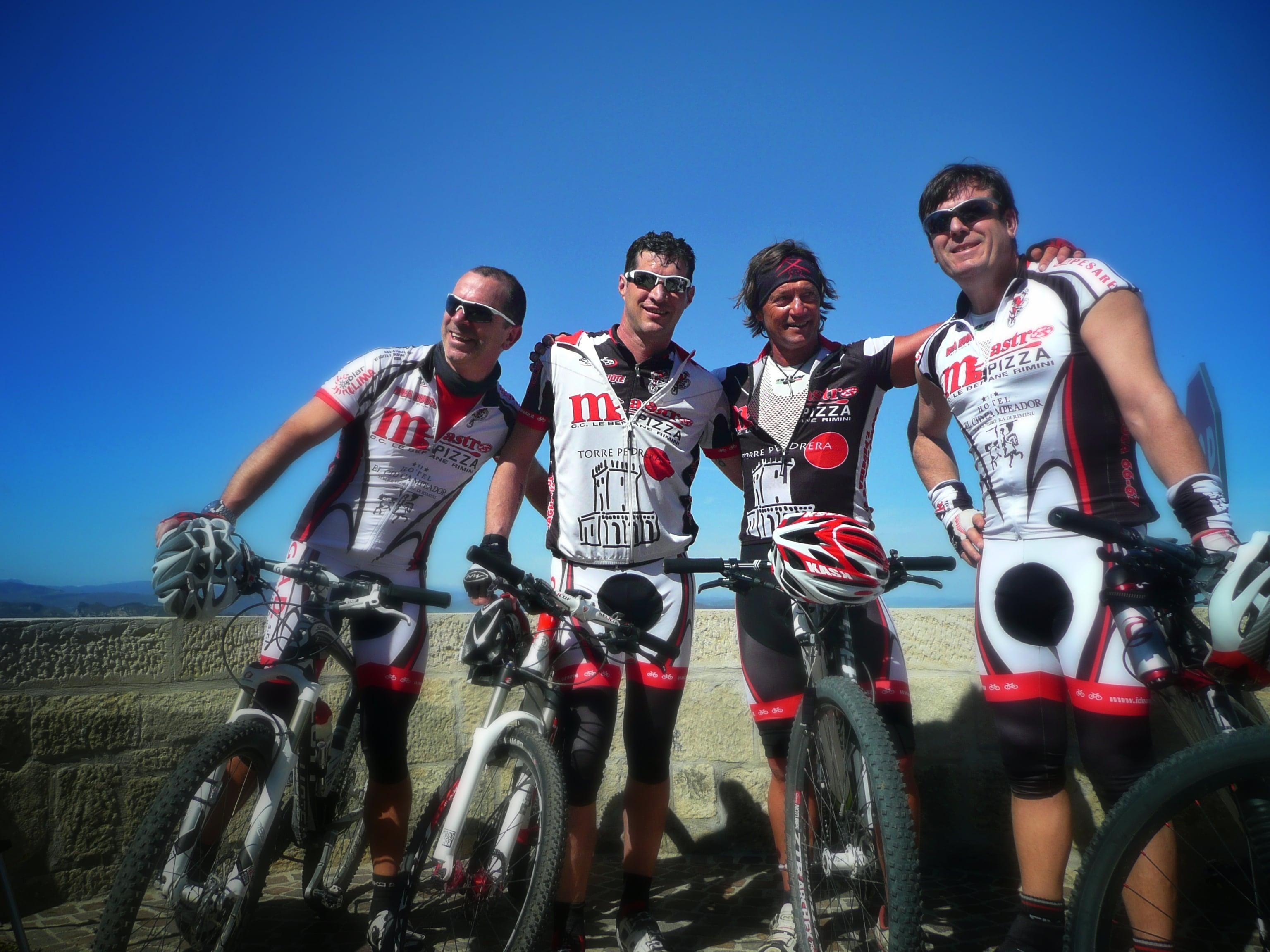 Luca, zweiter von rechts, und Top Bikers Rimini. Style & Bike