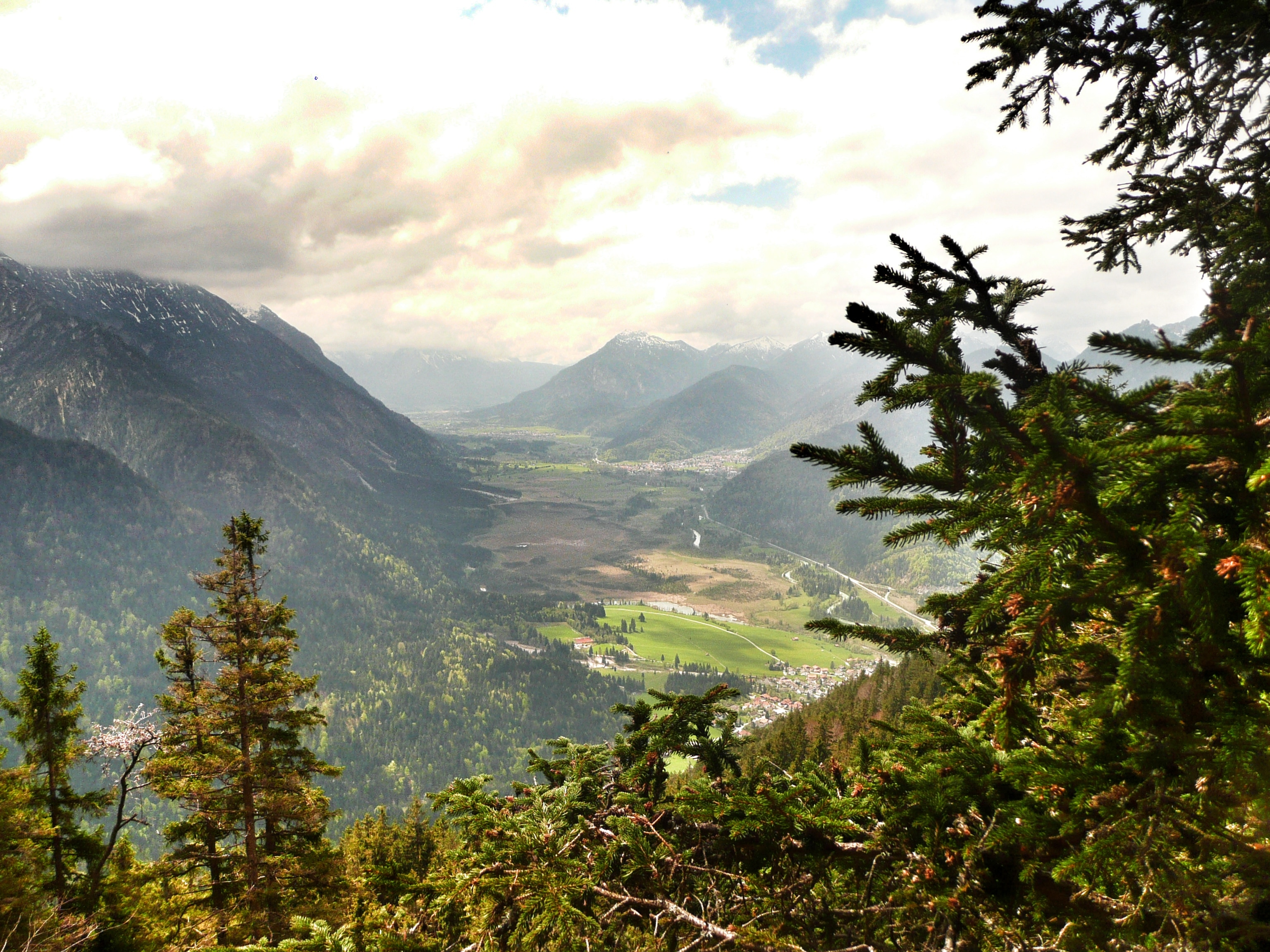 Blick Richtung Farchant und die Ammergauer Alpen