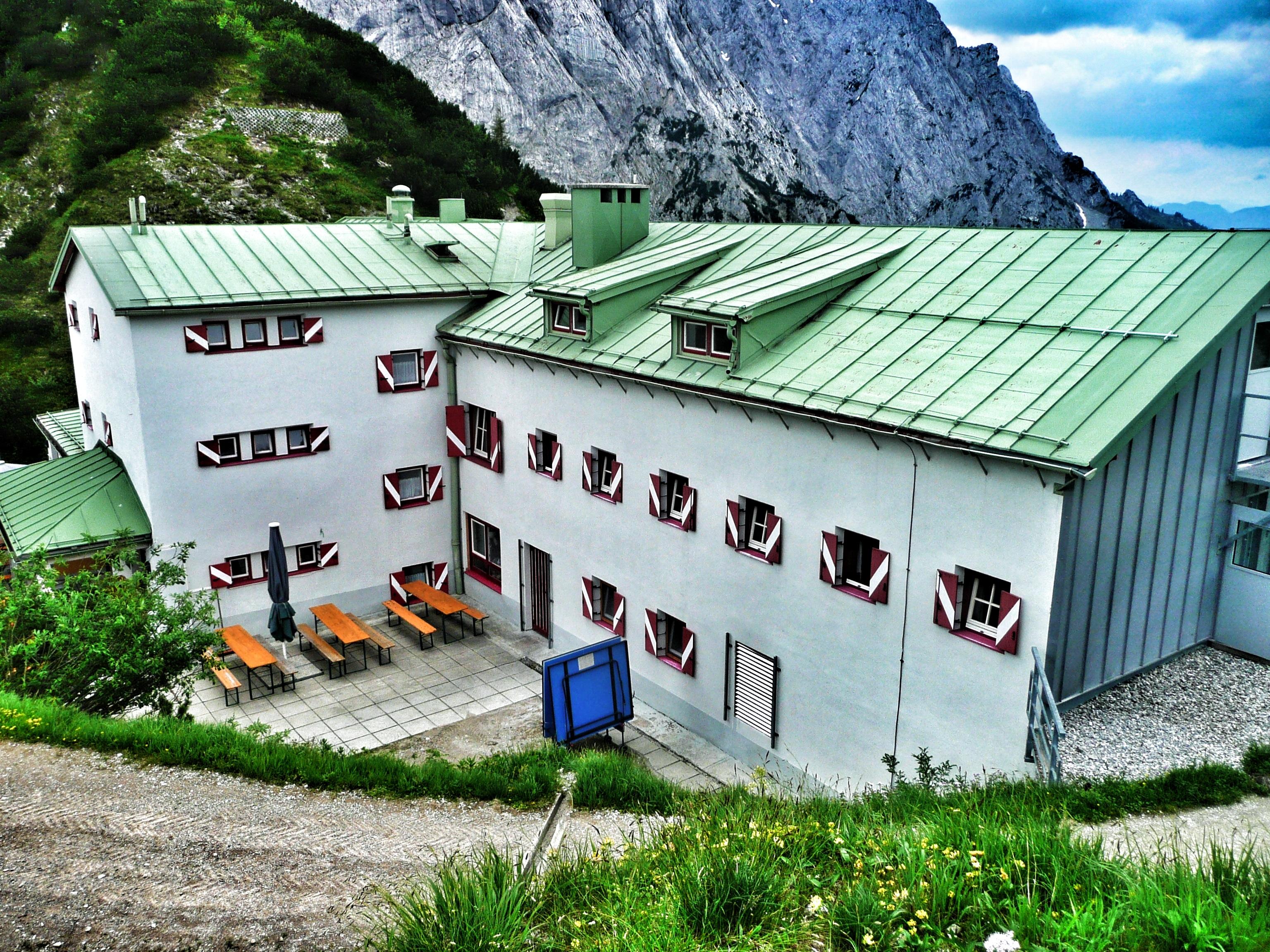 Wanderung in Tirol: Blick auf die Stripsenjochhütte