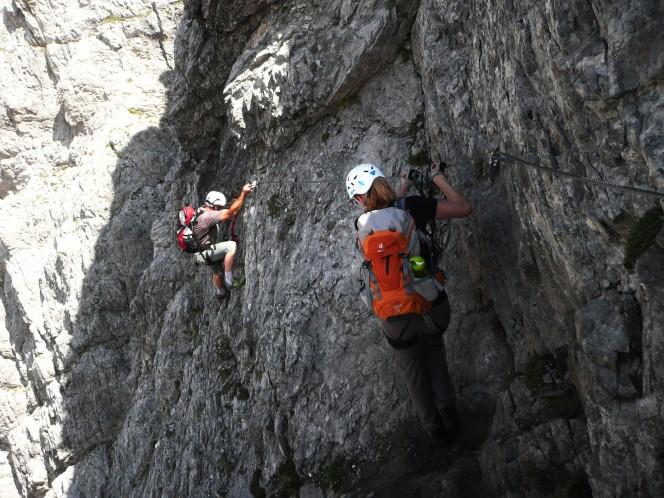 Querung im Madonnen Klettersteig