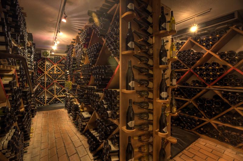 Der Weinkeller in La Perla - mit rund 30.000 Weinflaschen einer der größten Italiens