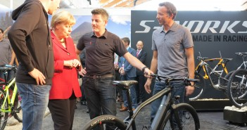 Eurobike 2013 - Angela Merkel zu Besuch auf dem Specialized Stand