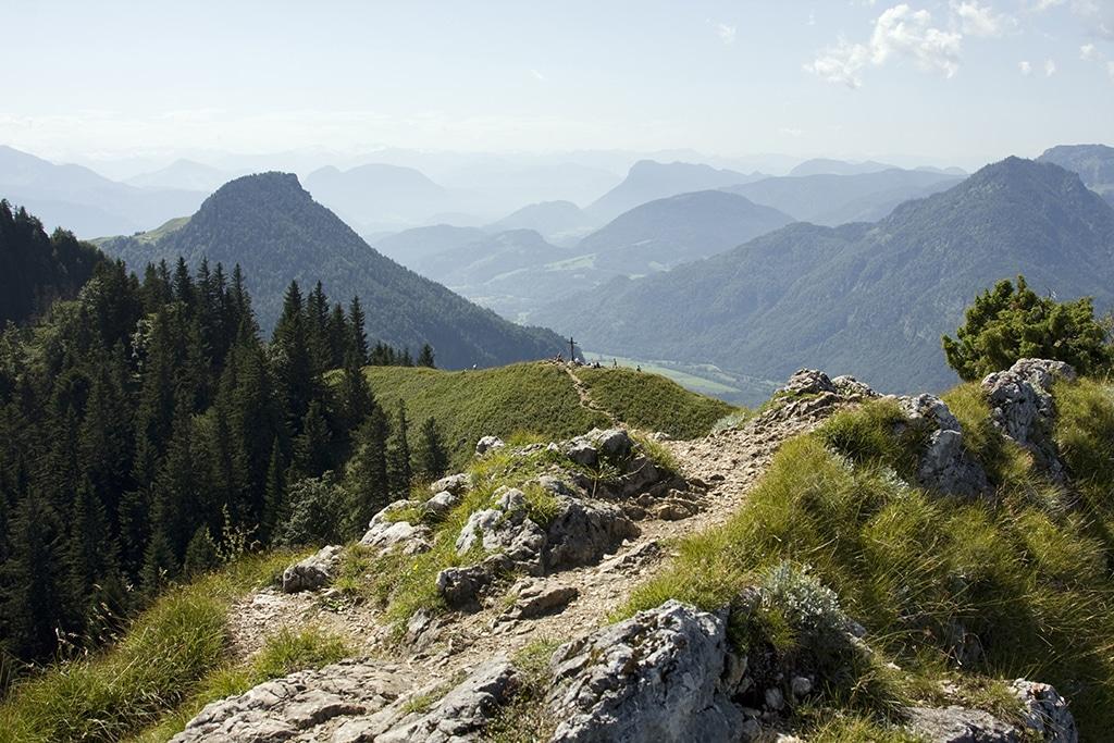 Wandern am Wendelstein: Zahlreiche Wanderwege auf und um den Gipfel machen das Wendelsteingebirge attraktiv