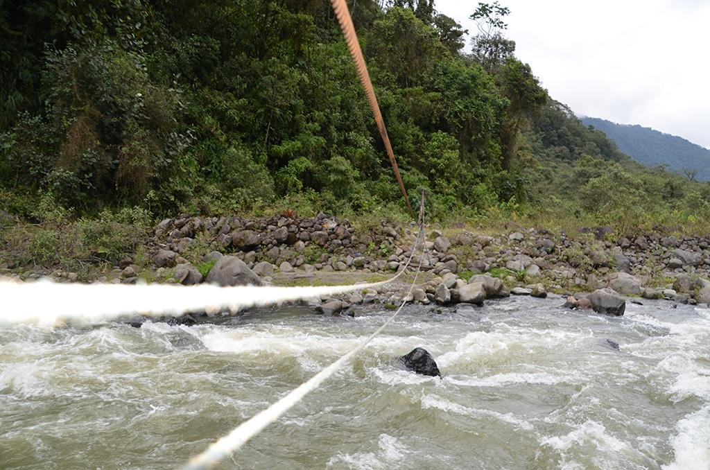 Trekking Ecuador - kreative Lösungen sind gefragt, will man trockenen Fußes über die Wasserläufe und Flüsse gelangen