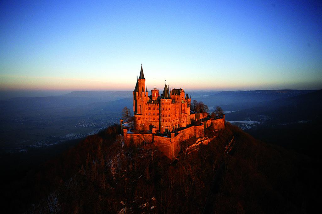 Wandern auf dem Albsteig: Die Burg Hohenzollern