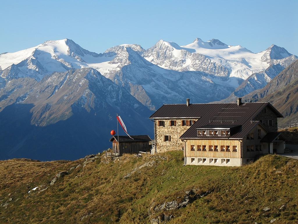 Stubai Gletscher: Blick auf die Berg- und Gletscherwelt im Stubai