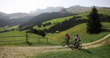Seiser Alm: auf der größten Hochalm Europas lässt sich die Landschaft wunderbar erbiken (c) Südtirol Marketing Urheber Alessandro Trovati