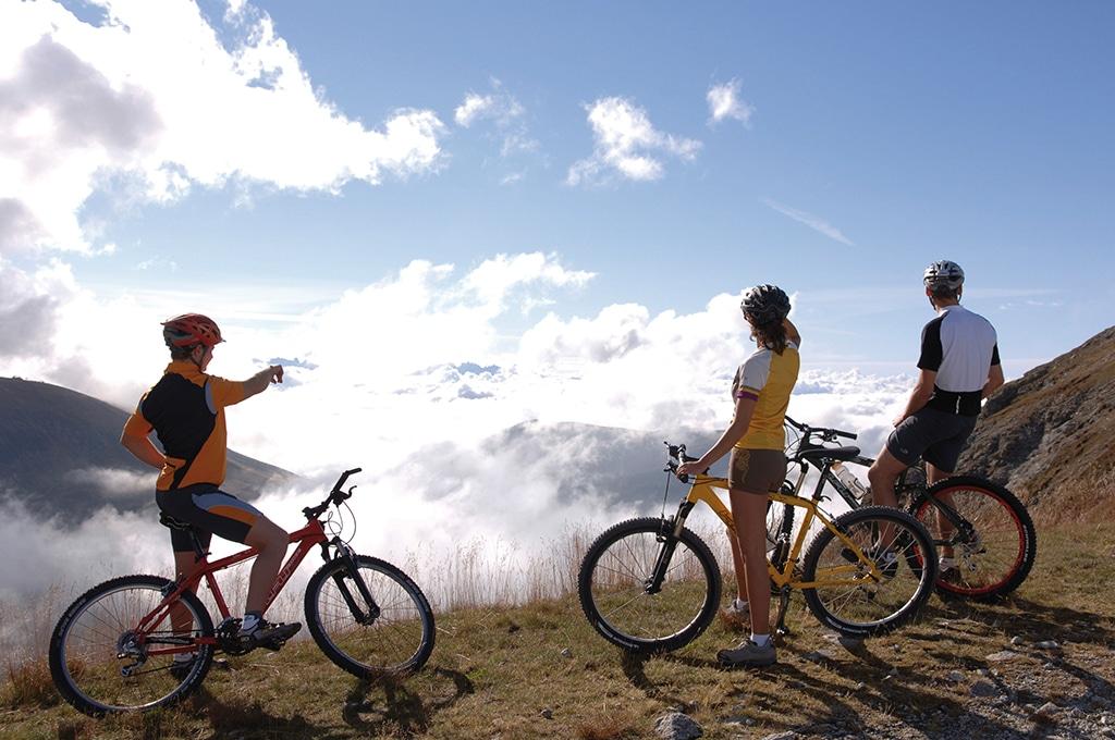 Wenn der Morgennebel vom Tal aufsteigt, haben so manche Mountainbiker schon einige Höhenmeter zurückgelegt und können die morgendliche Bergsonne genießen (c) Südtirol Marketing