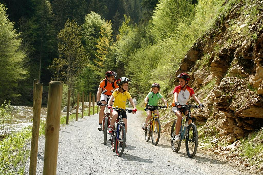 Radeln in der Klamm im Thermenland Steiermark
