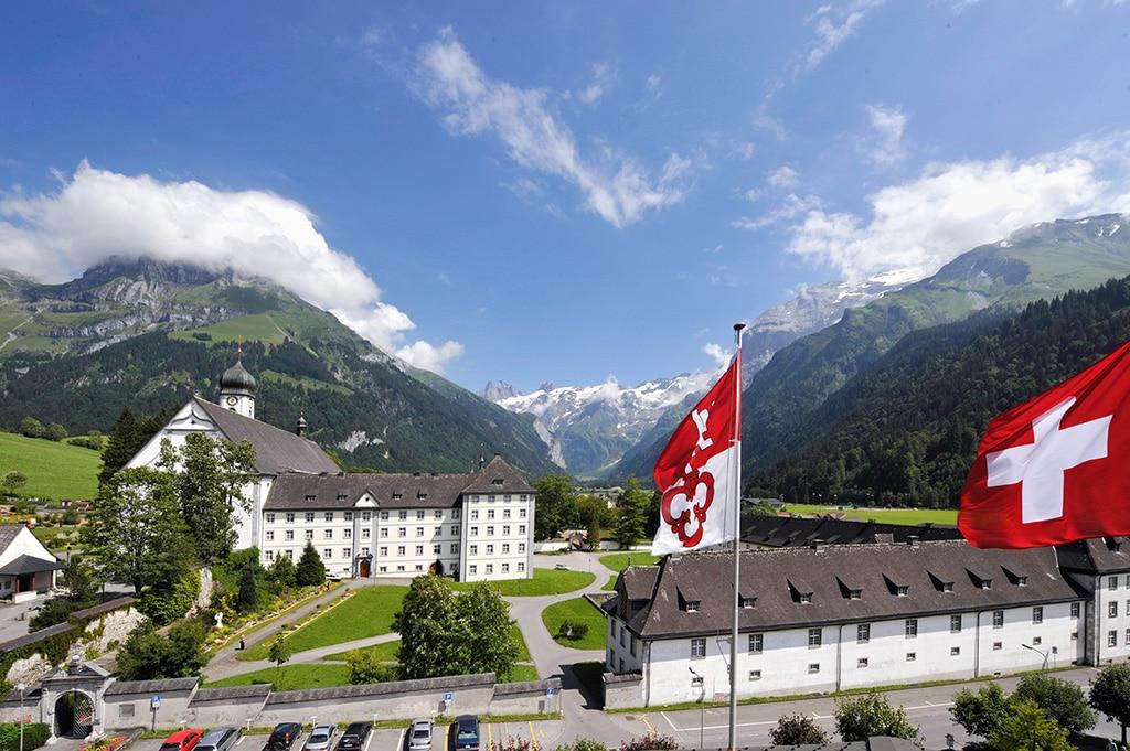 Das Benediktinerkloster Engelberg in der Zentralschweiz ist umgeben von hochalpiner Landschaft und ein Ort der Begegnung und Inspiration. Bildnachweis: Engelberg-Titlis/Christian Perret