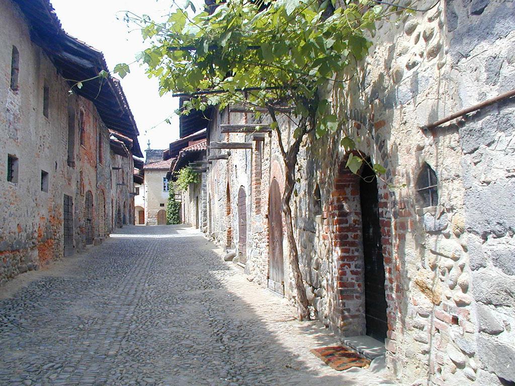 Piemont - eines der Dörfer auf dem Weg der Via Alpina