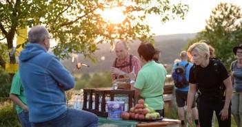 Zusammen finden und genießen beim Wandern in Bayern